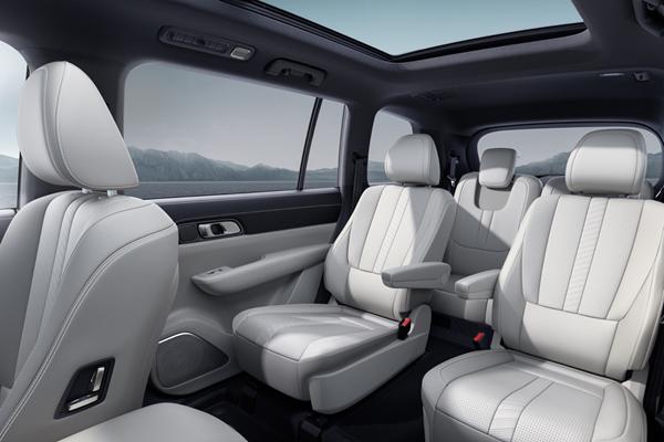 理想ONE推出2020款車型,取消二排座椅外側扶手,增加主動進氣格柵等