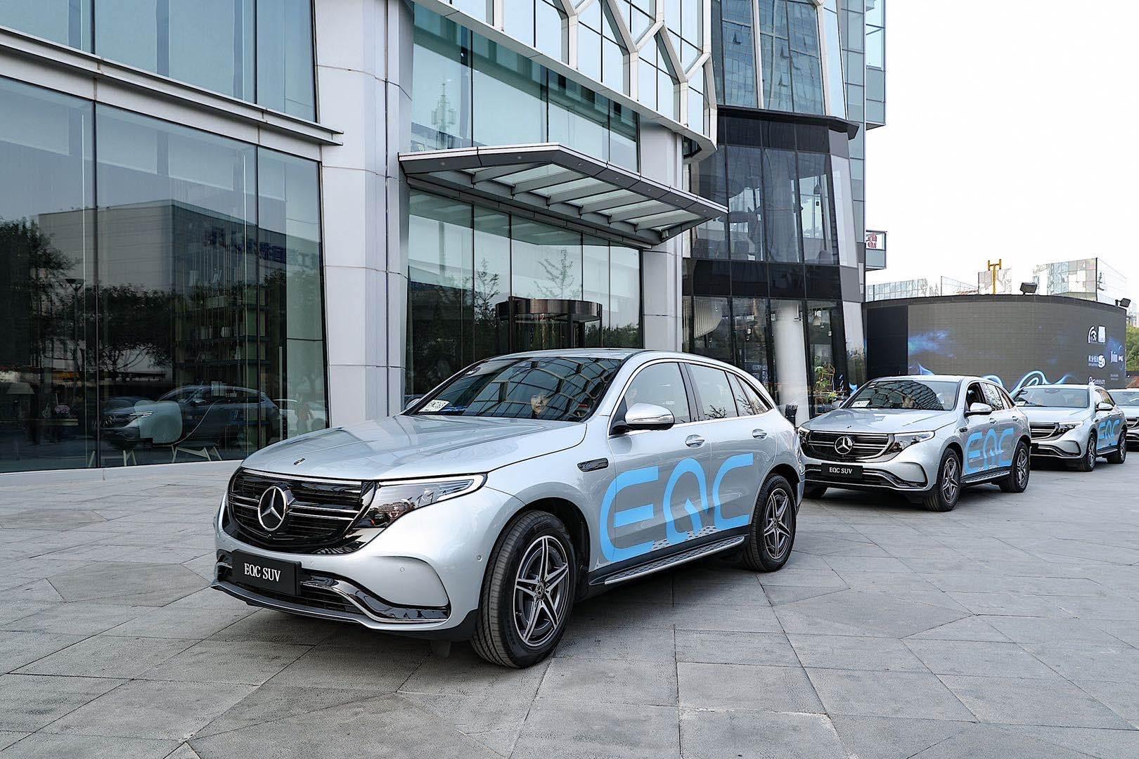 """2.全新EQC纯电SUV打卡代表未来生活创新理念的""""网红地""""之一、 """"新零售""""理念的代表——Mercedes me Store北京三里屯体验店"""